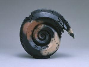 三輪龍作(十二代三輪休雪)《黒陶 騎士の休息》 平成7(1995)年
